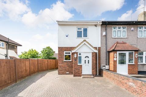 2 bedroom end of terrace house for sale - Tomswood Hill, Barkingside, IG6