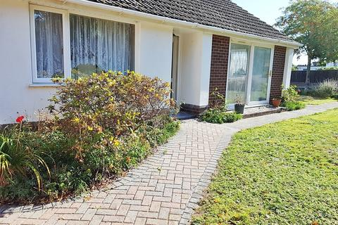 2 bedroom detached bungalow to rent - Weldon Avenue, Bear Cross, Bournemouth BH11