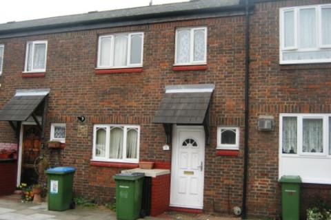 4 bedroom terraced house to rent - Hickin Close, Charlton