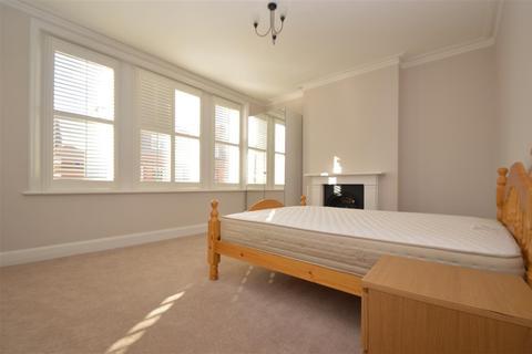 3 bedroom apartment to rent - Putney High Street, Flat B, Putney