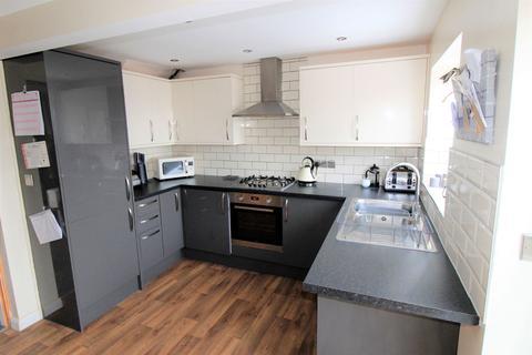 3 bedroom semi-detached house for sale - Ridgeway, Shipley, BD18 1PJ