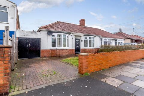 2 bedroom semi-detached bungalow for sale - Appletree Gardens, Walkerville, Newcastle Upon Tyne, Tyne And Wear