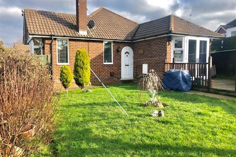 2 bedroom bungalow for sale - Fairway, Kingsley, Northampton, NN2