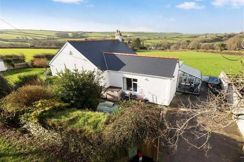 3 bedroom bungalow for sale - Hembal Road, Trewoon, St Austell, Cornwall, PL25