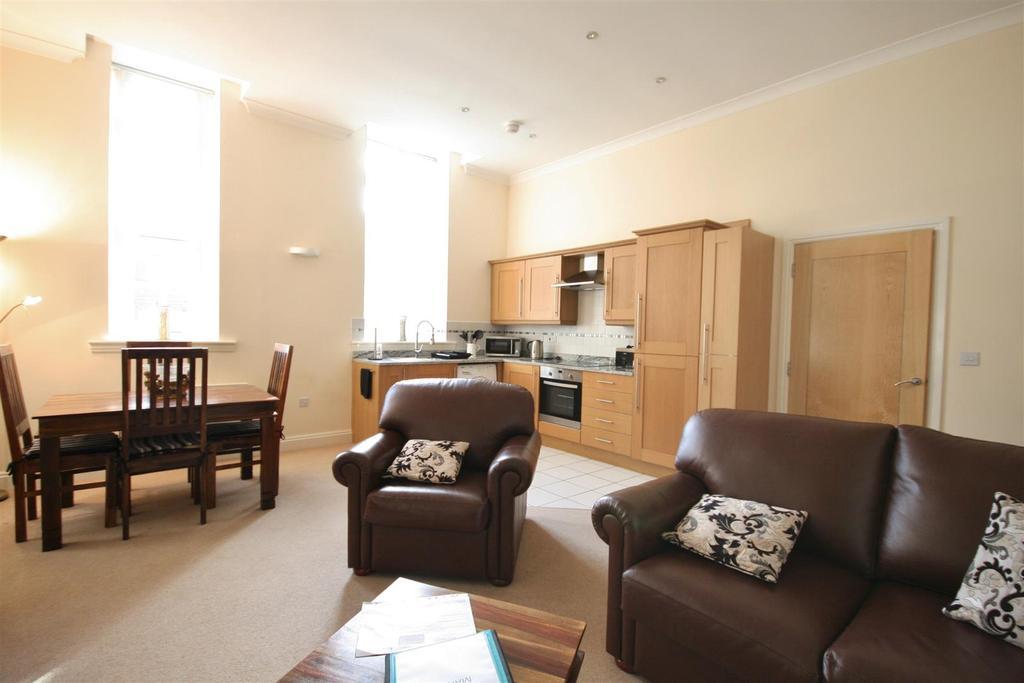 Open plan lounge/dining kitchen