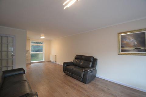 4 bedroom house to rent - Lanark Close, Ealing, W5