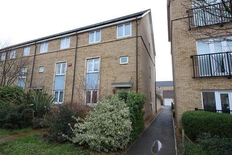 4 bedroom end of terrace house for sale - Chieftain Way, Cambridge