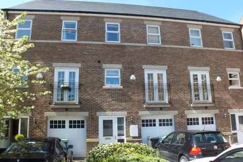 4 bedroom terraced house to rent -  Carisbrooke Road,  Leeds, LS16