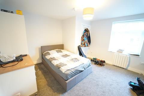 8 bedroom flat to rent - Flat 3, 10 Middle Street