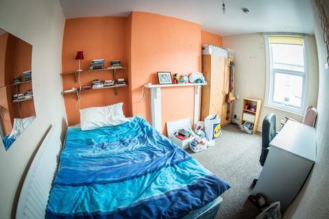 6 bedroom detached house to rent - Rushworth Avenue, West Bridgford