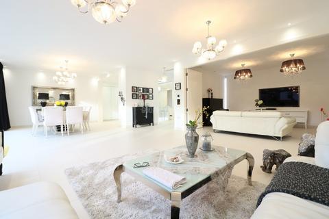 4 bedroom bungalow to rent - Tenterden Gardens, Hendon