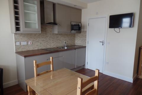 Studio to rent - Old Christchurch Road, Bournemouth BH1