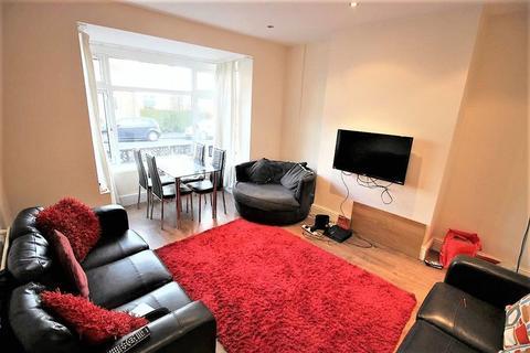 7 bedroom terraced house to rent - Estcourt avenue, Headingley, LS6 3ET