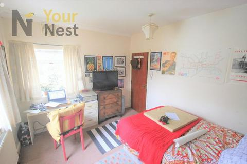 Mixed use to rent - Otley Road, Headingley, LS16 6EY
