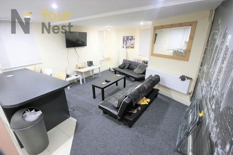 3 bedroom end of terrace house to rent - Beechwood mount, Burley, Leeds, LS4 2NQ