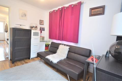 Studio to rent - Friary Road, North Acton