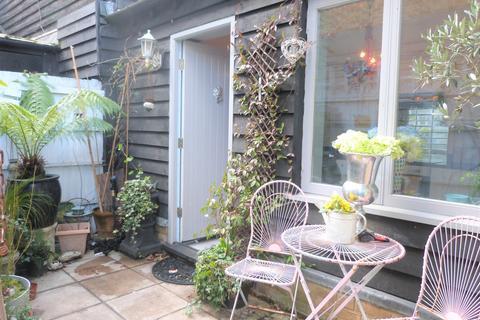 2 bedroom maisonette for sale - Sun Street, Waltham Abbey, Essex EN9