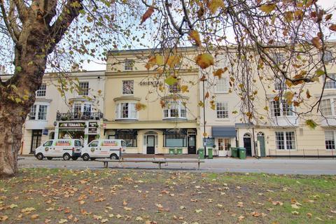 2 bedroom flat for sale - Queens Terrace, Southampton