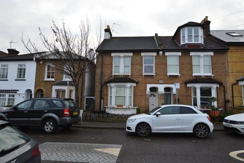 3 bedroom flat to rent - Mulberry Way, South Woodford, E18