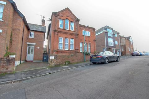 2 bedroom flat for sale - Wharfdale Road, Bournemouth