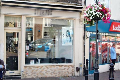 Property to rent - Market Square, WALTHAM ABBEY, Essex