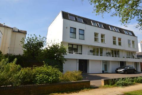 4 bedroom end of terrace house for sale - Albert Court, Central Cross Drive, Cheltenham