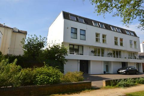 4 bedroom end of terrace house for sale - Albert Court, Central Cross Drive, Cheltenham