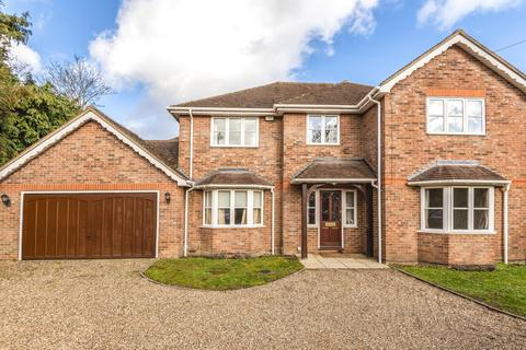 5 bedroom detached house to rent - Lower Road, Gerrards Cross SL9