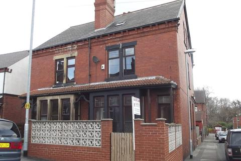 5 bedroom end of terrace house for sale - Cross Flatts Grove, Beeston, LS11 7BR