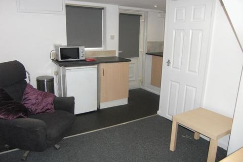 Apartment to rent - Nowell Crescent, Leeds