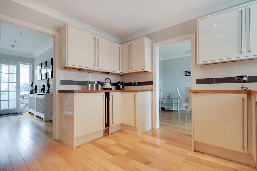 942. Kitchen (4).jpg
