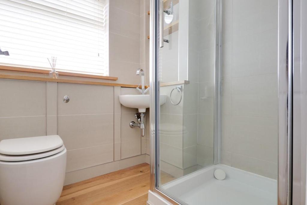 942. Shower Room.jpg