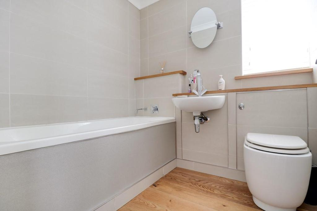 942. Bathroom.jpg