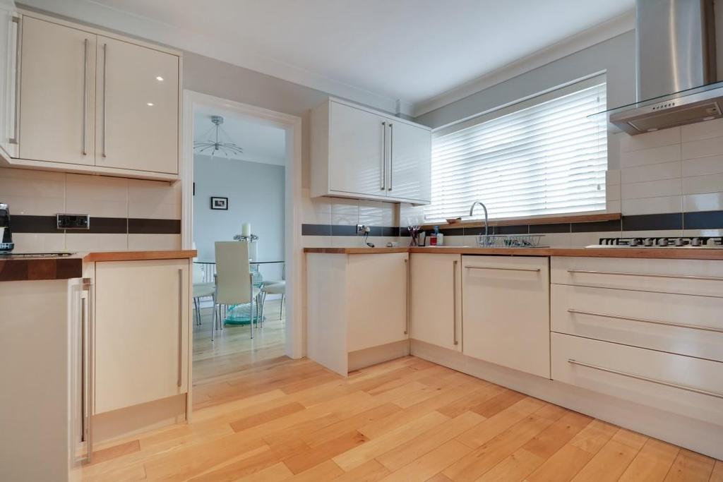 942. Kitchen (2).jpg