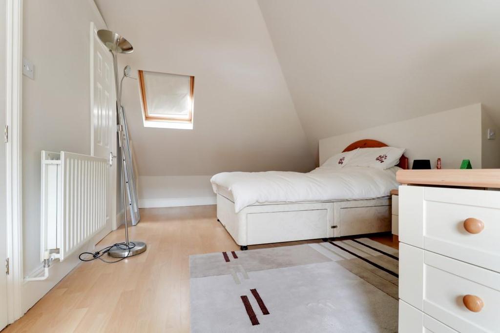 942. Bedroom 1.jpg