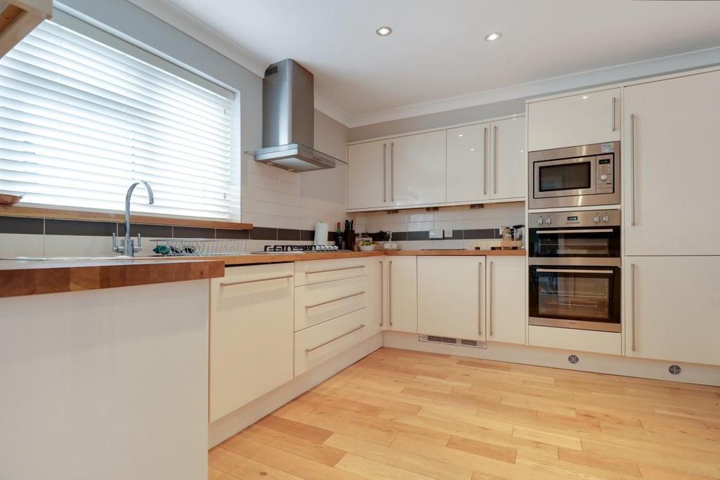 942. Kitchen (3).jpg