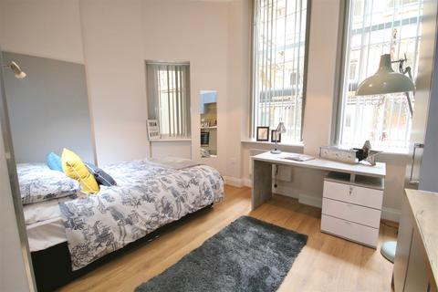 Studio to rent - 12-14 Guildhall Walk, Portsmouth