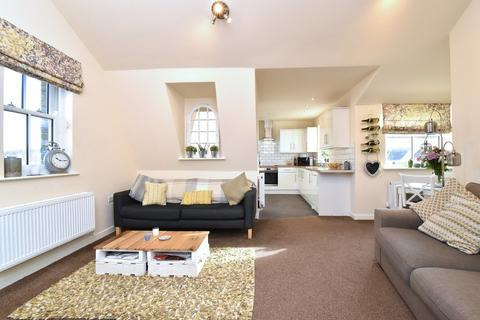 2 bedroom apartment for sale - High Street