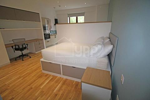 Studio to rent - Q One Residence, Wade Lane, Leeds, LS2