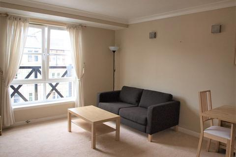 2 bedroom flat to rent - Russell Gardens, Edinburgh     Available 9th April