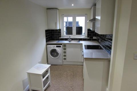 Studio to rent - Albert Road, Southsea, PO4