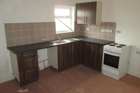 2 bedroom flat to rent - Flat Above, Queens Cross, Dudley