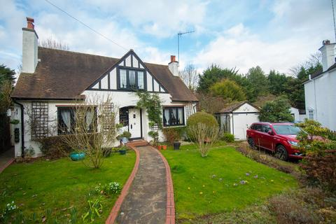 2 bedroom detached house for sale - Sweetmans Avenue, Pinner, Middlesex HA5