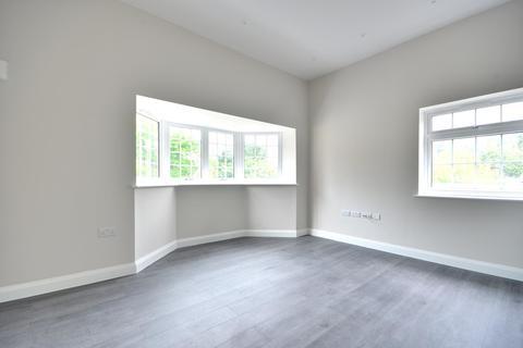 3 bedroom apartment to rent - Swakeleys Road, Ickenham UB10 8AX