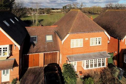 4 bedroom semi-detached house for sale - Walnut Tree Place, Send, Woking