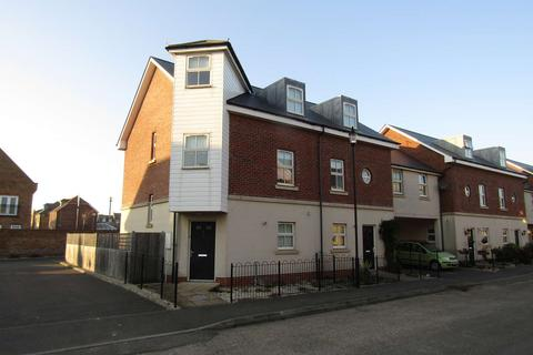 3 bedroom semi-detached house to rent - Trafalgar Drive, Walmer