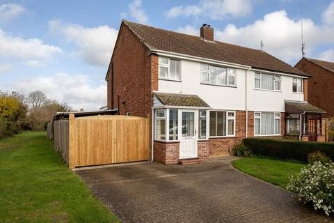 3 bedroom semi-detached house for sale - Queens Mead, Bedgrove, Aylesbury