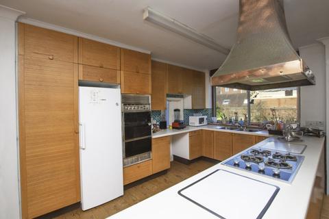 4 bedroom bungalow to rent - WOODSTOCK ROAD, GOLDERS GREEN, LONDON, NW11