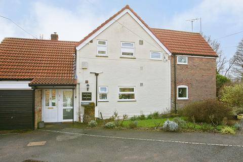 2 bedroom apartment for sale - Manor Court, Hingham