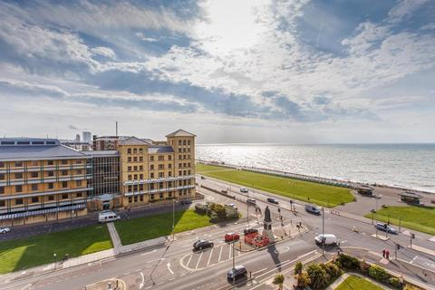 3 bedroom apartment for sale - Grand Avenue, Hove, East Sussex, BN3 2NQ